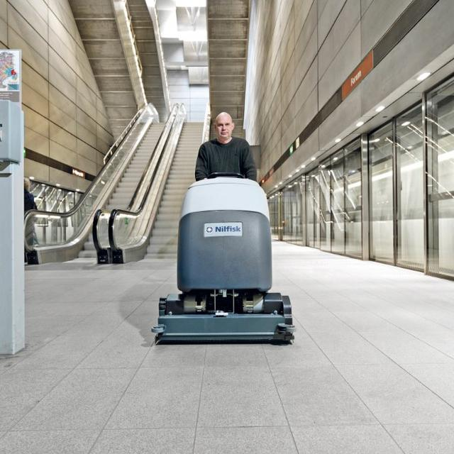 Nilfisk BA751 scrubber dryer cleaning